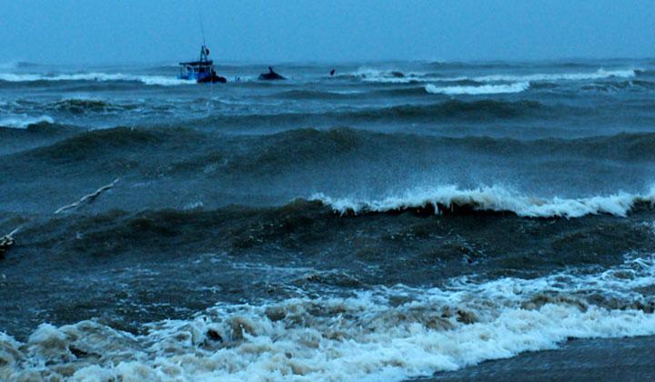 Thời tiết xấu, huyện đảo Lý Sơn bị cô lập dài ngày